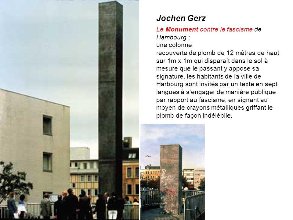 Jochen Gerz Le Monument contre le fascisme de Hambourg : une colonne recouverte de plomb de 12 mètres de haut sur 1m x 1m qui disparaît dans le sol à mesure que le passant y appose sa signature.