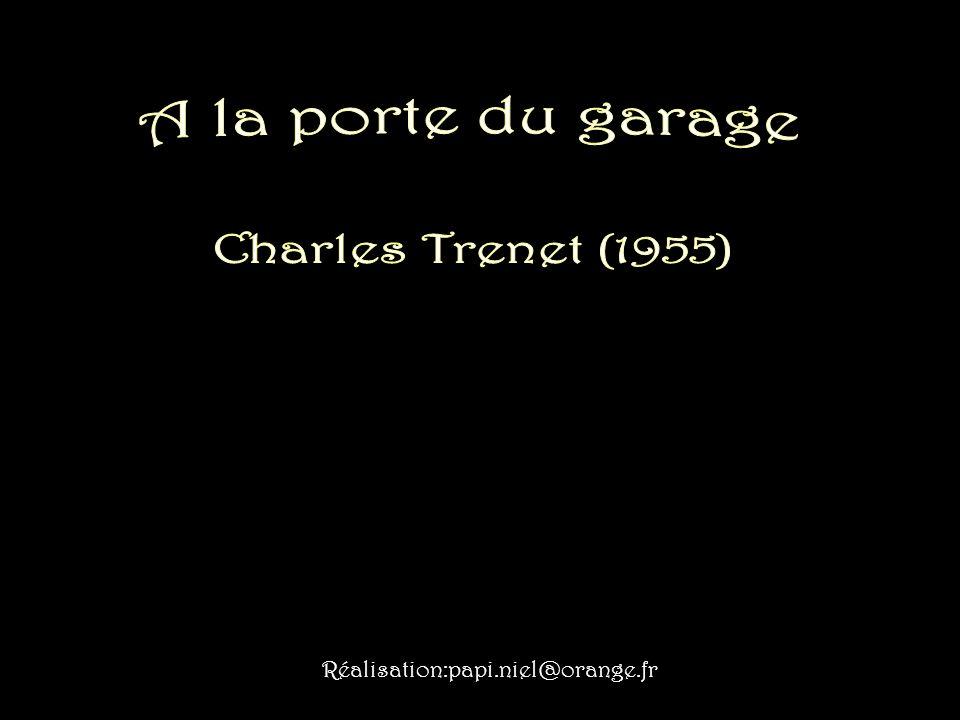 A la porte du garage Charles Trenet (1955)