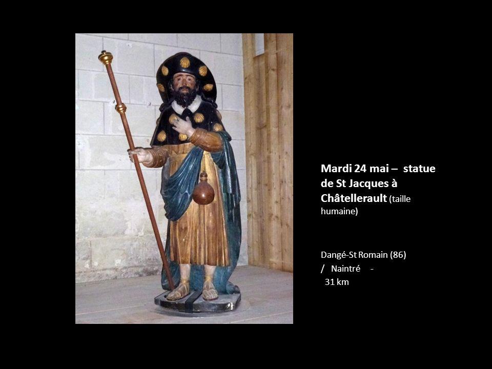 Mardi 24 mai – statue de St Jacques à Châtellerault (taille humaine)