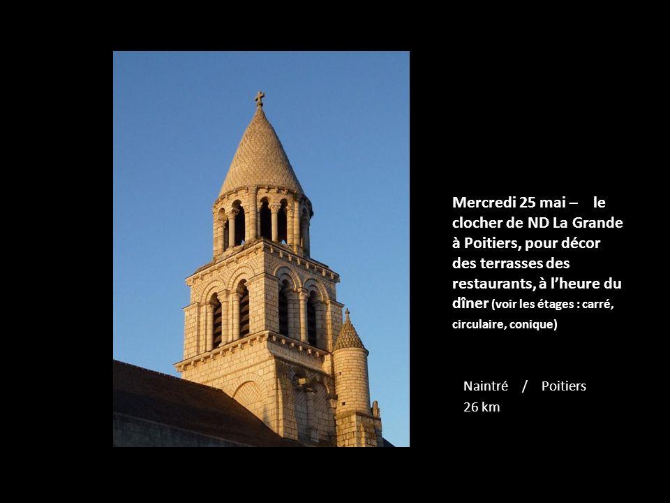 Mercredi 25 mai – le clocher de ND La Grande à Poitiers, pour décor des terrasses des restaurants, à l'heure du dîner (voir les étages : carré, circulaire, conique)