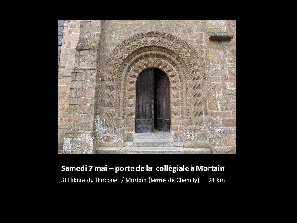 Samedi 7 mai – porte de la collégiale à Mortain