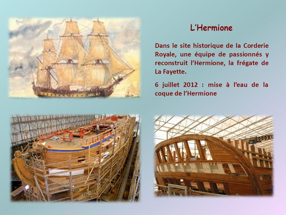 L'Hermione Dans le site historique de la Corderie Royale, une équipe de passionnés y reconstruit l'Hermione, la frégate de La Fayette.