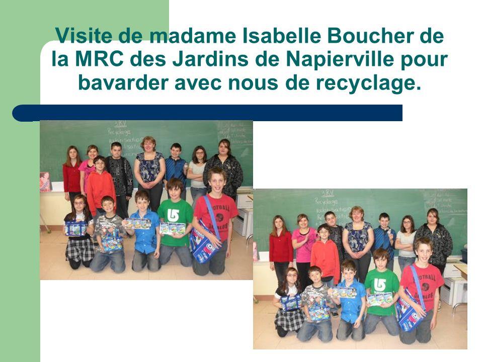 Visite de madame Isabelle Boucher de la MRC des Jardins de Napierville pour bavarder avec nous de recyclage.