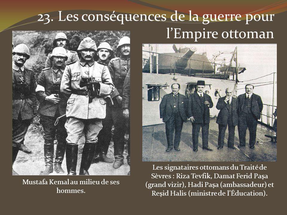 Mustafa Kemal au milieu de ses hommes.