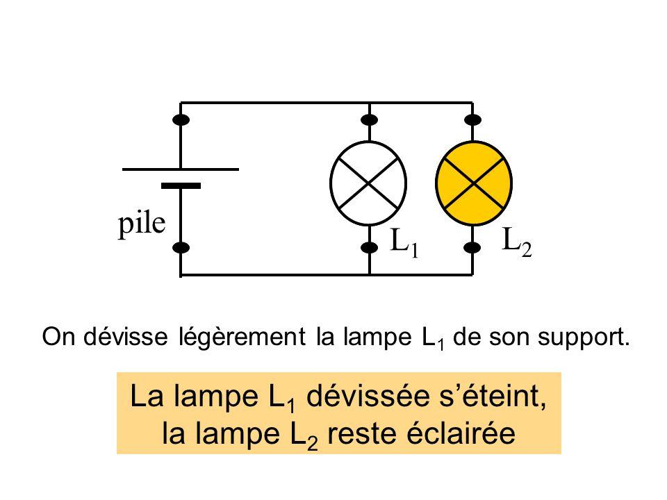 pile L1 L2 La lampe L1 dévissée s'éteint, la lampe L2 reste éclairée