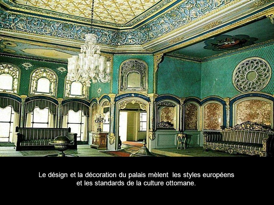 Le désign et la décoration du palais mèlent les styles européens