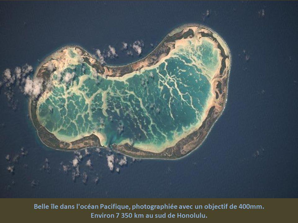 Environ 7 350 km au sud de Honolulu.