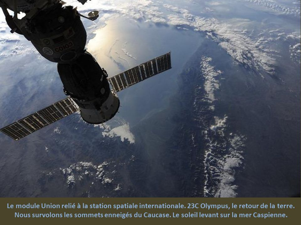 Le module Union relié à la station spatiale internationale