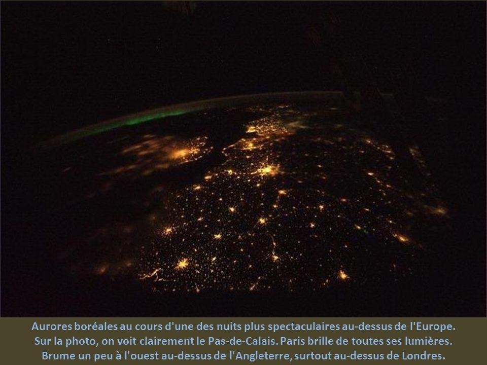 Aurores boréales au cours d une des nuits plus spectaculaires au-dessus de l Europe.