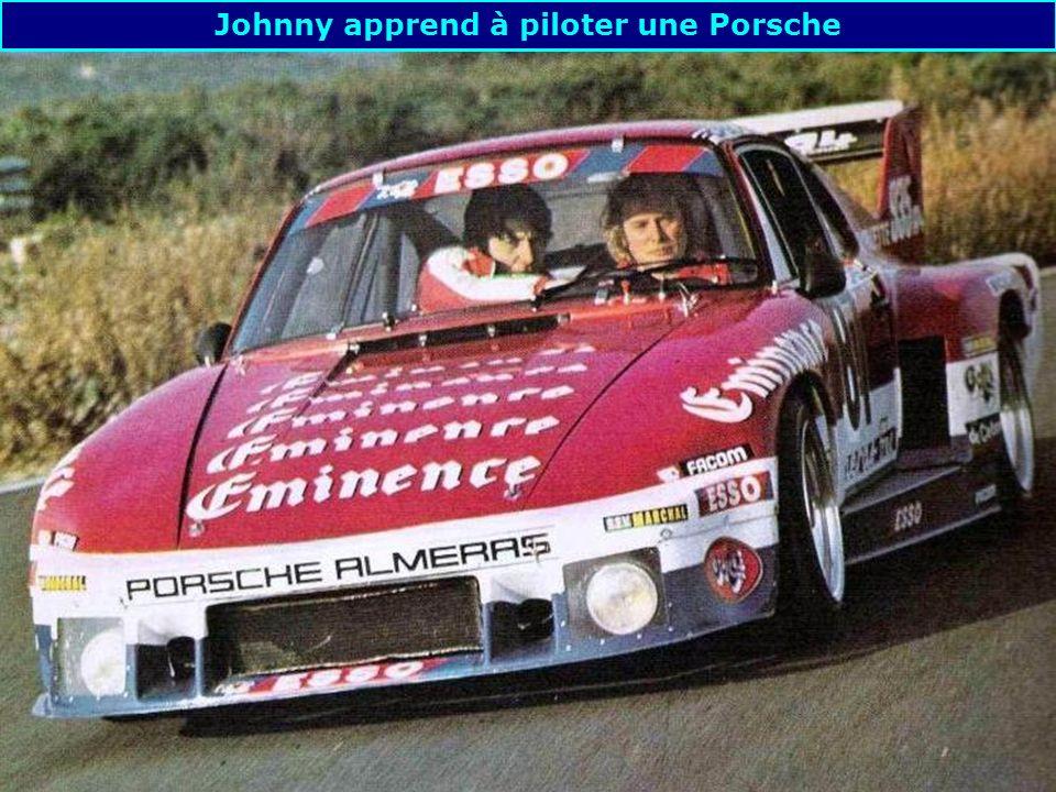 Johnny apprend à piloter une Porsche