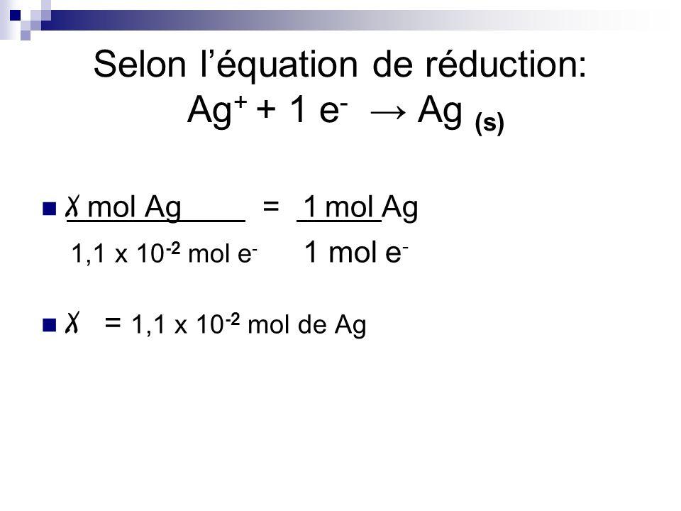 Selon l'équation de réduction: Ag+ + 1 e- → Ag (s)