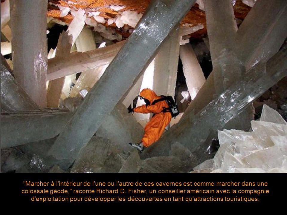 Marcher à l intérieur de l une ou l autre de ces cavernes est comme marcher dans une colossale géode, raconte Richard D.