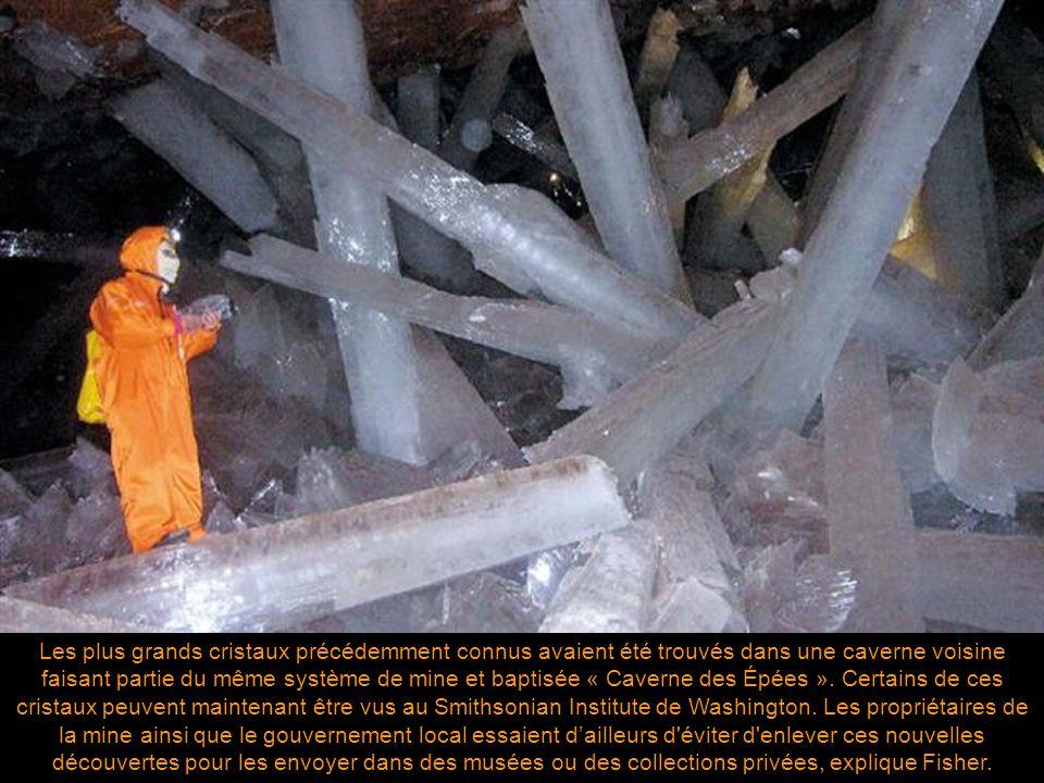 Les plus grands cristaux précédemment connus avaient été trouvés dans une caverne voisine faisant partie du même système de mine et baptisée « Caverne des Épées ».