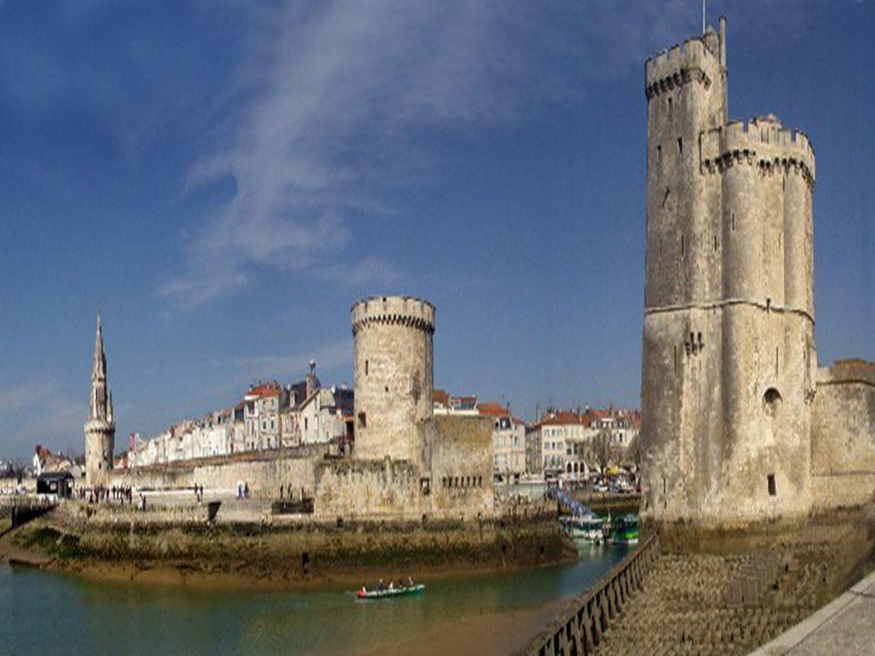 Les tours de la Rochelle à sa tour soeur, la tour de la Chaîne.