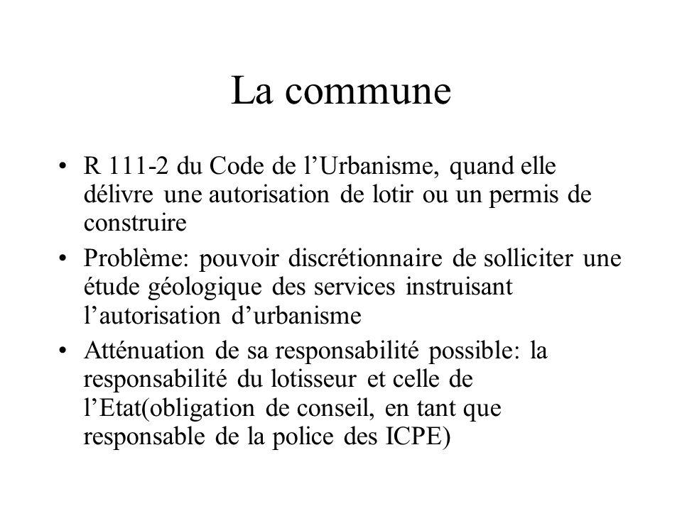 La commune R 111-2 du Code de l'Urbanisme, quand elle délivre une autorisation de lotir ou un permis de construire.
