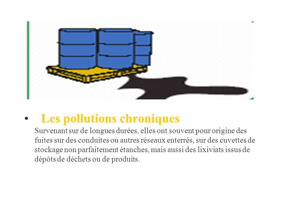 Les pollutions chroniques Survenant sur de longues durées, elles ont souvent pour origine des fuites sur des conduites ou autres réseaux enterrés, sur des cuvettes de stockage non parfaitement étanches, mais aussi des lixiviats issus de dépôts de déchets ou de produits.