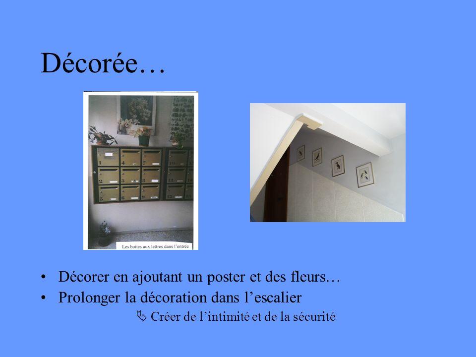 Décorée… Décorer en ajoutant un poster et des fleurs…