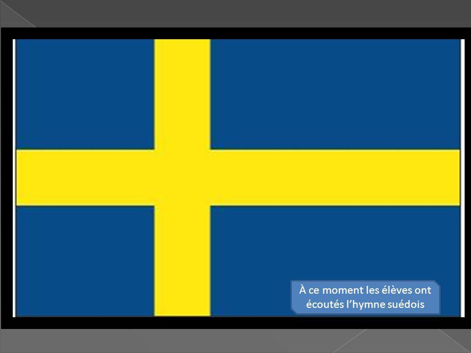 À ce moment les élèves ont écoutés l'hymne suédois