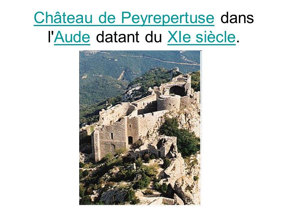 Château de Peyrepertuse dans l Aude datant du XIe siècle.