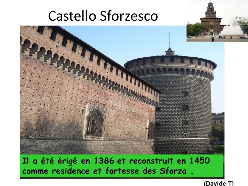Castello Sforzesco Il a été érigé en 1386 et reconstruit en 1450 comme residence et fortesse des Sforza .