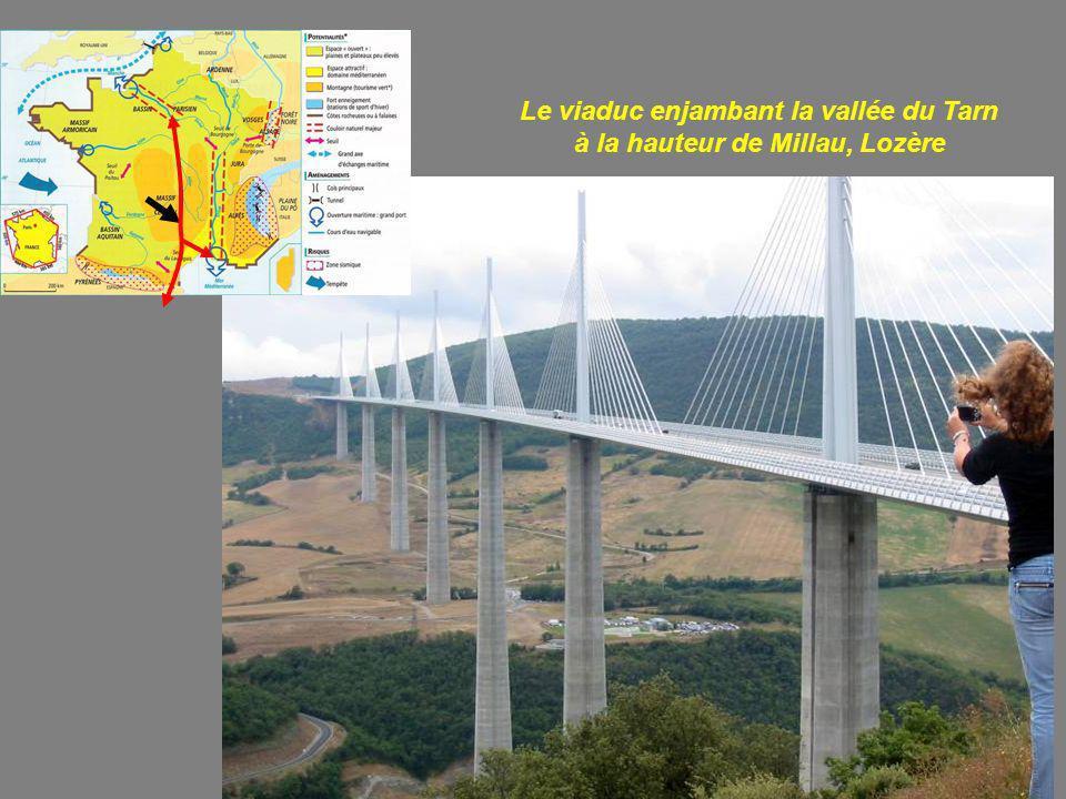 Le viaduc enjambant la vallée du Tarn à la hauteur de Millau, Lozère