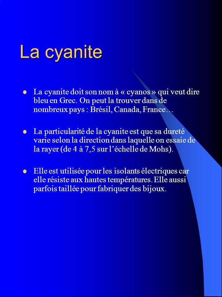 La cyanite La cyanite doit son nom à « cyanos » qui veut dire bleu en Grec. On peut la trouver dans de nombreux pays : Brésil, Canada, France…