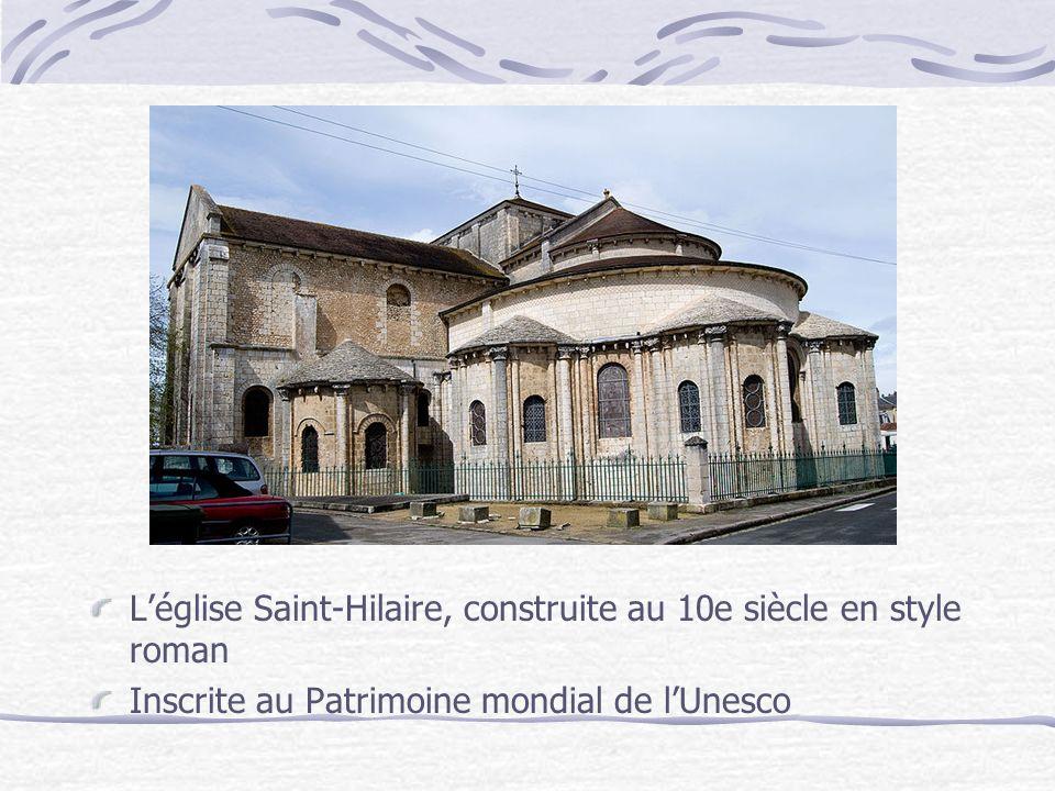 L'église Saint-Hilaire, construite au 10e siècle en style roman