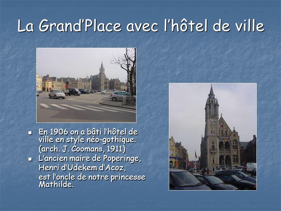 La Grand'Place avec l'hôtel de ville