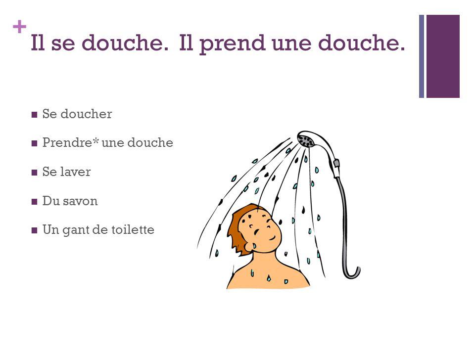 Il se douche. Il prend une douche.