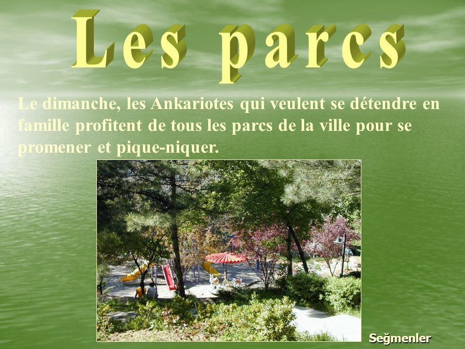 Les parcs Le dimanche, les Ankariotes qui veulent se détendre en famille profitent de tous les parcs de la ville pour se promener et pique-niquer.