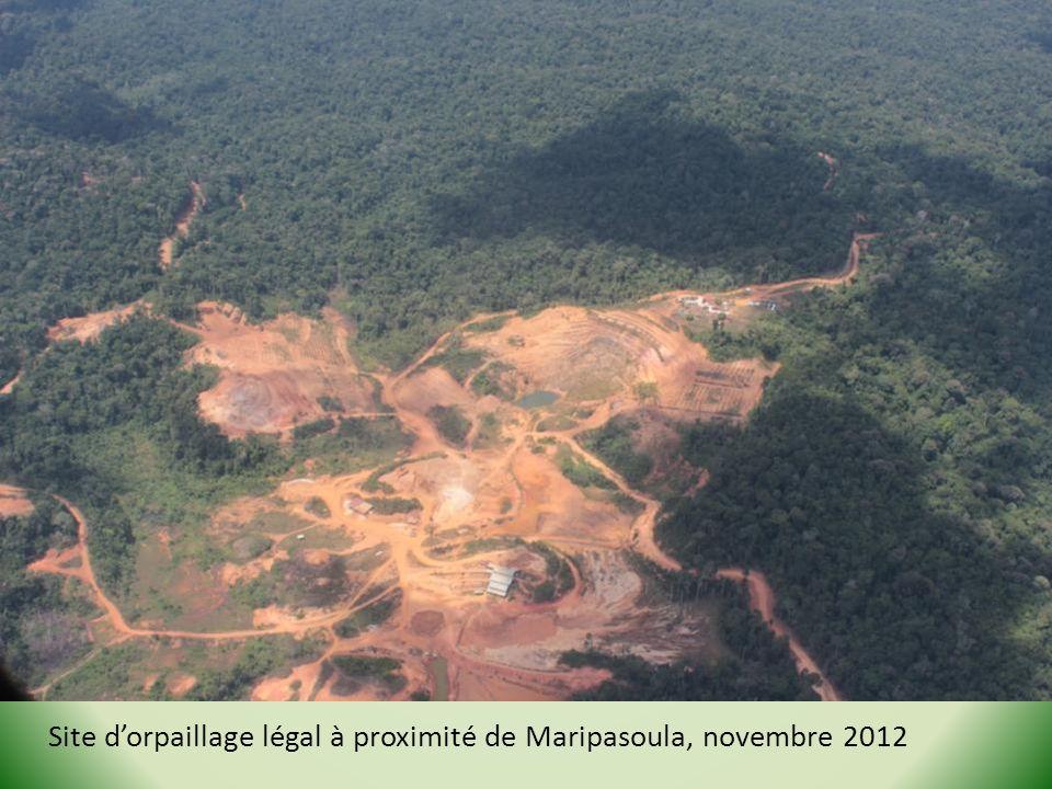 Site d'orpaillage légal à proximité de Maripasoula, novembre 2012