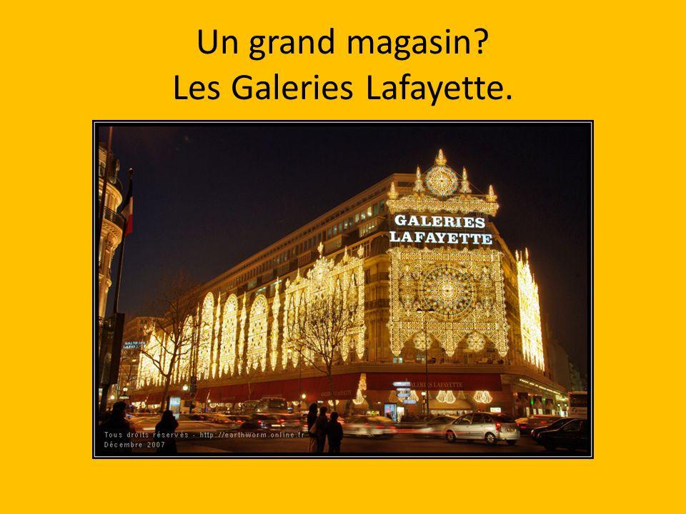 Un grand magasin Les Galeries Lafayette.