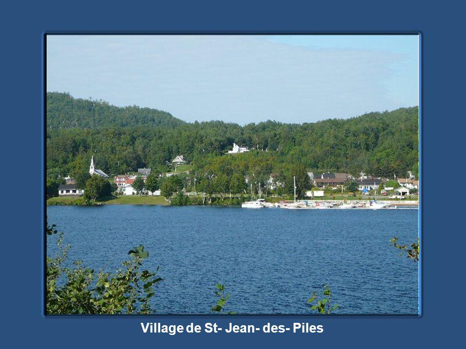 Village de St- Jean- des- Piles