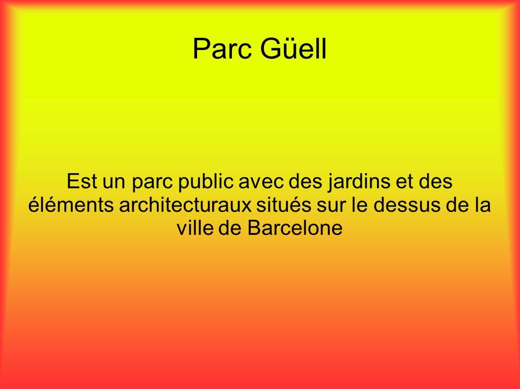 Parc Güell Est un parc public avec des jardins et des éléments architecturaux situés sur le dessus de la ville de Barcelone.