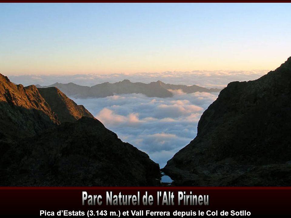 Pica d'Estats (3.143 m.) et Vall Ferrera depuis le Col de Sotllo