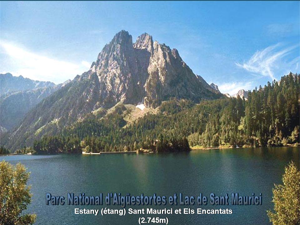 Estany (étang) Sant Maurici et Els Encantats (2.745m)
