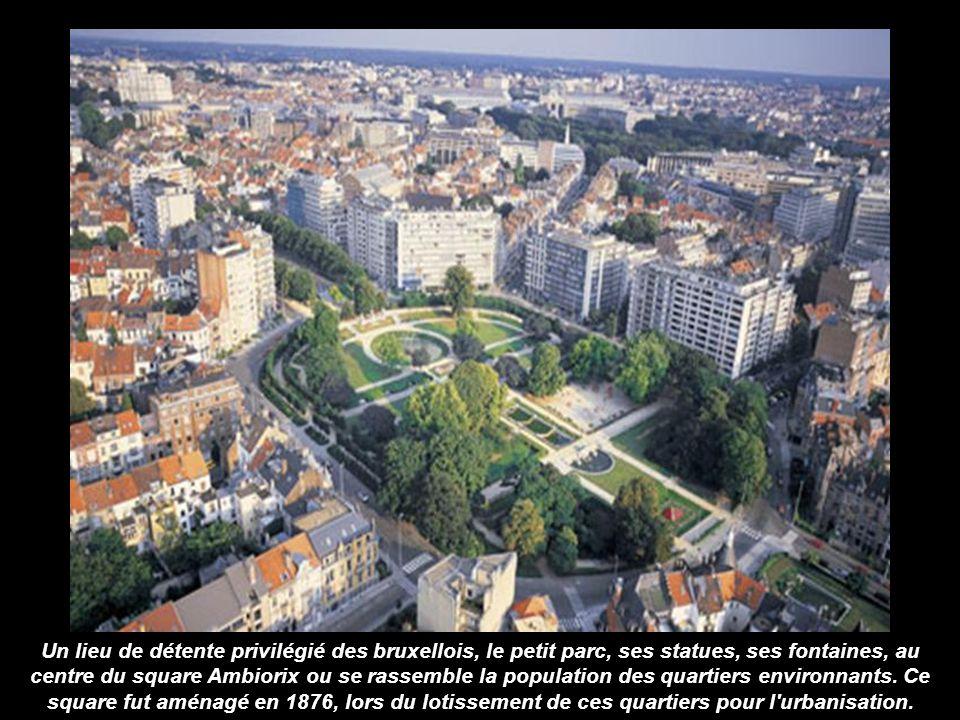 Un lieu de détente privilégié des bruxellois, le petit parc, ses statues, ses fontaines, au centre du square Ambiorix ou se rassemble la population des quartiers environnants.