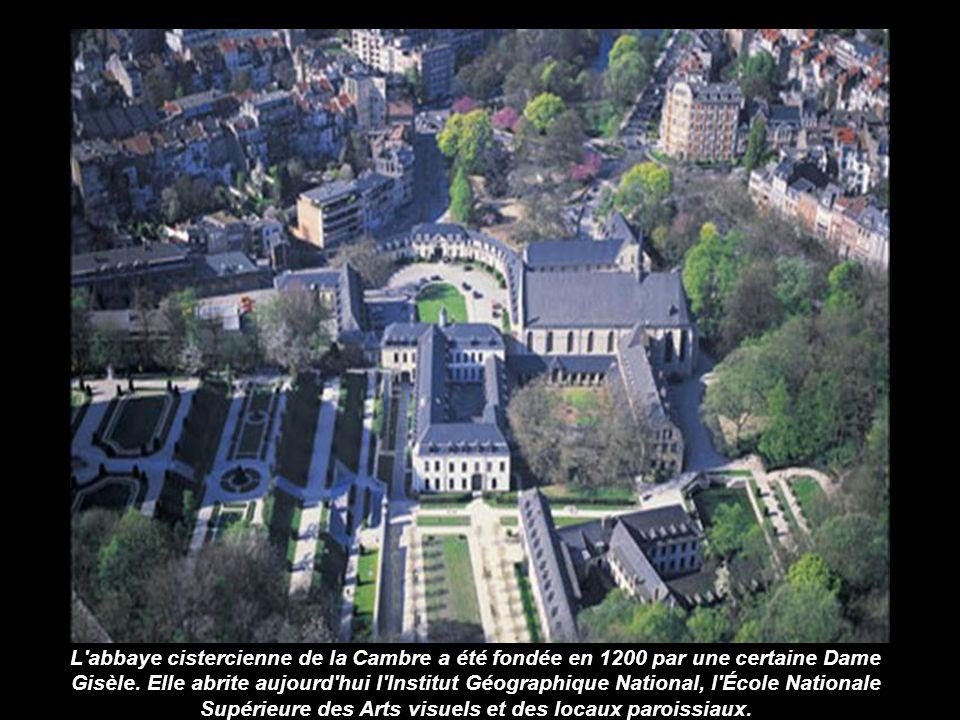 L abbaye cistercienne de la Cambre a été fondée en 1200 par une certaine Dame Gisèle.
