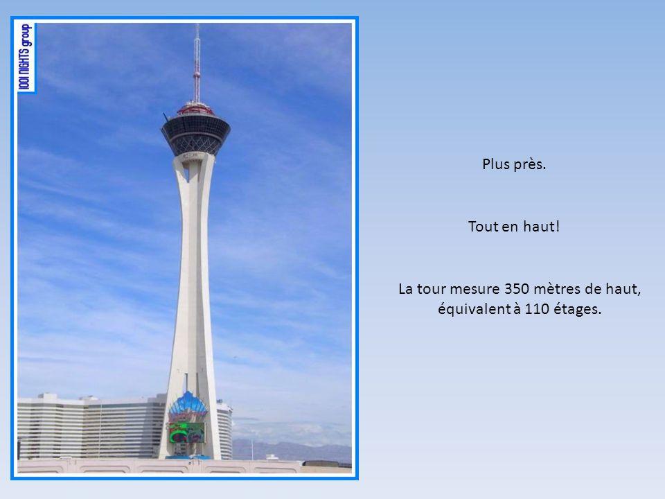 La tour mesure 350 mètres de haut, équivalent à 110 étages.