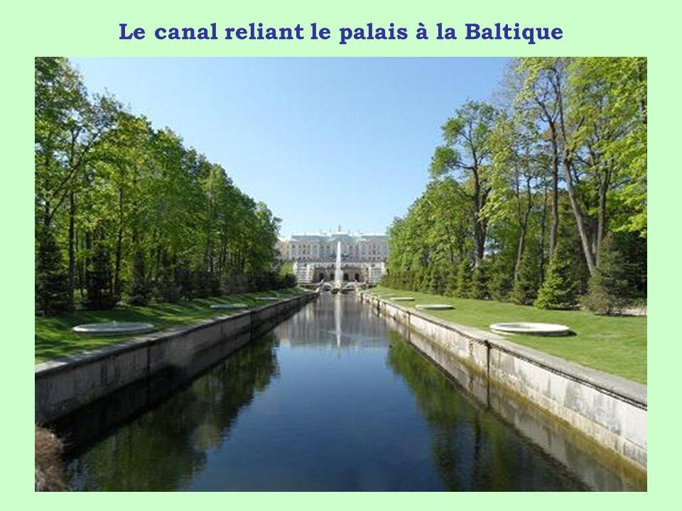 Le canal reliant le palais à la Baltique