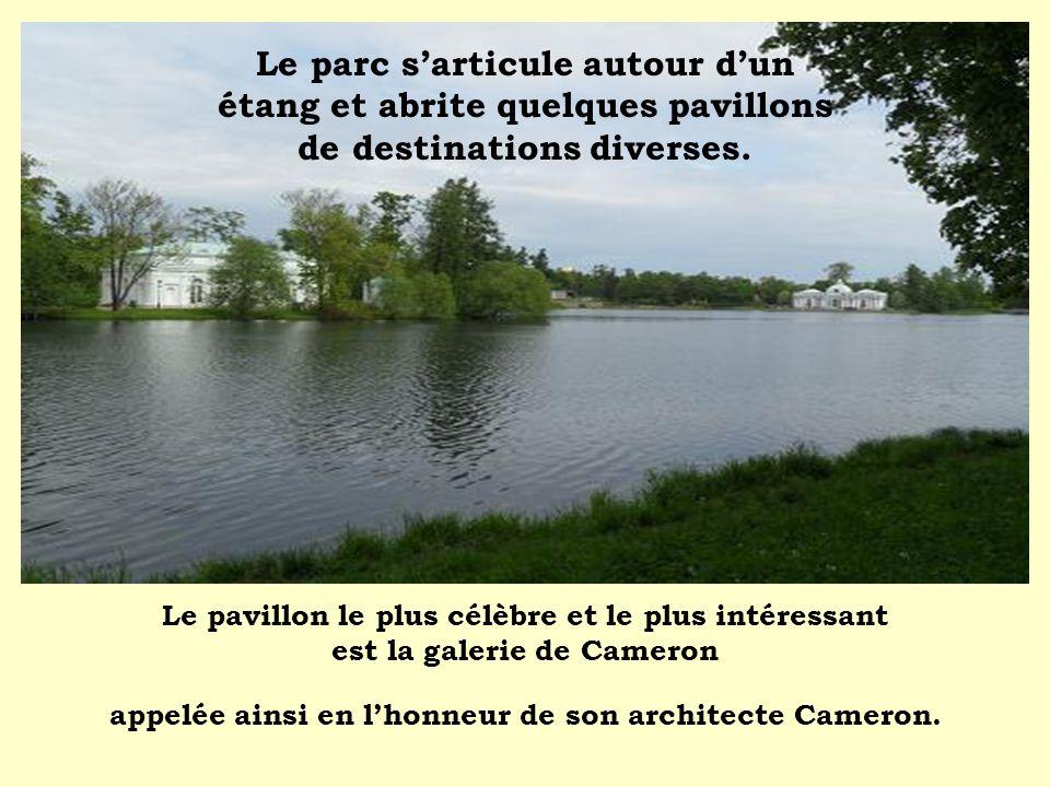 Le parc s'articule autour d'un étang et abrite quelques pavillons de destinations diverses.