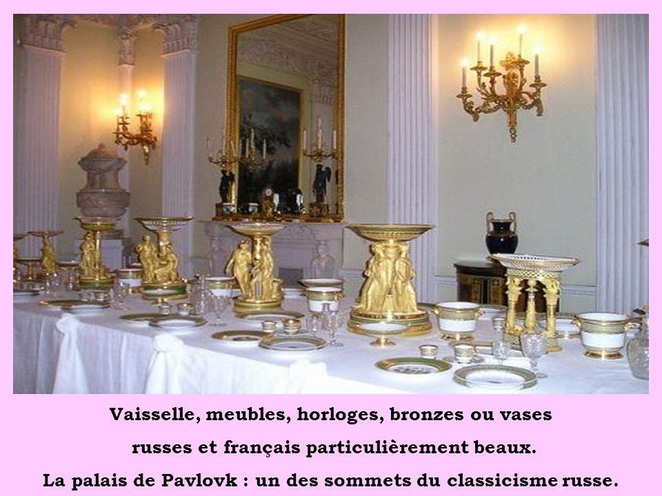 Vaisselle, meubles, horloges, bronzes ou vases
