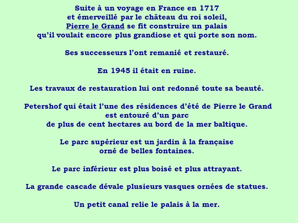 Suite à un voyage en France en 1717 et émerveillé par le château du roi soleil, Pierre le Grand se fit construire un palais qu'il voulait encore plus grandiose et qui porte son nom.