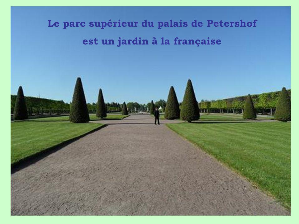 Le parc supérieur du palais de Petershof est un jardin à la française