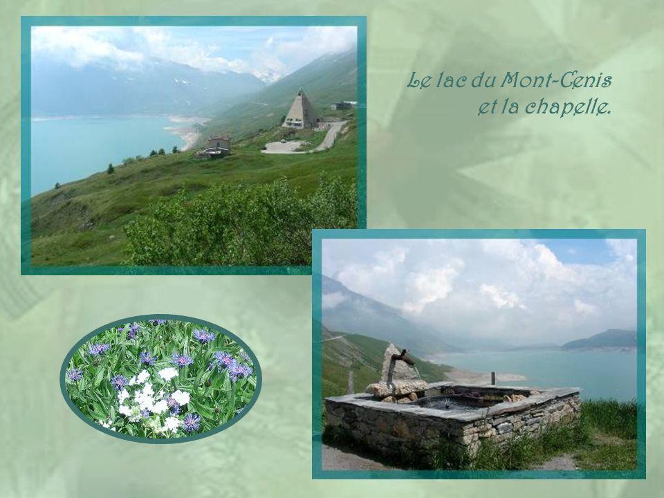 Le lac du Mont-Cenis et la chapelle.