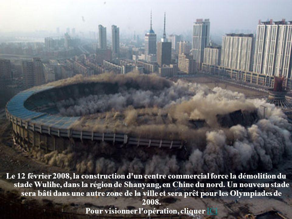 Le 12 février 2008, la construction d un centre commercial force la démolition du stade Wulihe, dans la région de Shanyang, en Chine du nord.