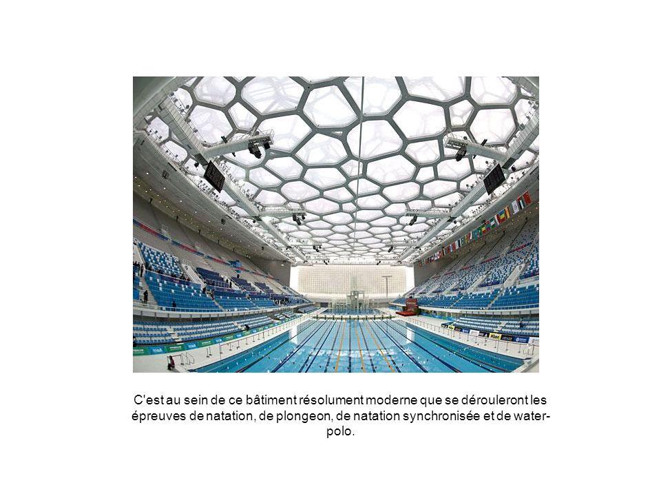 C est au sein de ce bâtiment résolument moderne que se dérouleront les épreuves de natation, de plongeon, de natation synchronisée et de water-polo.