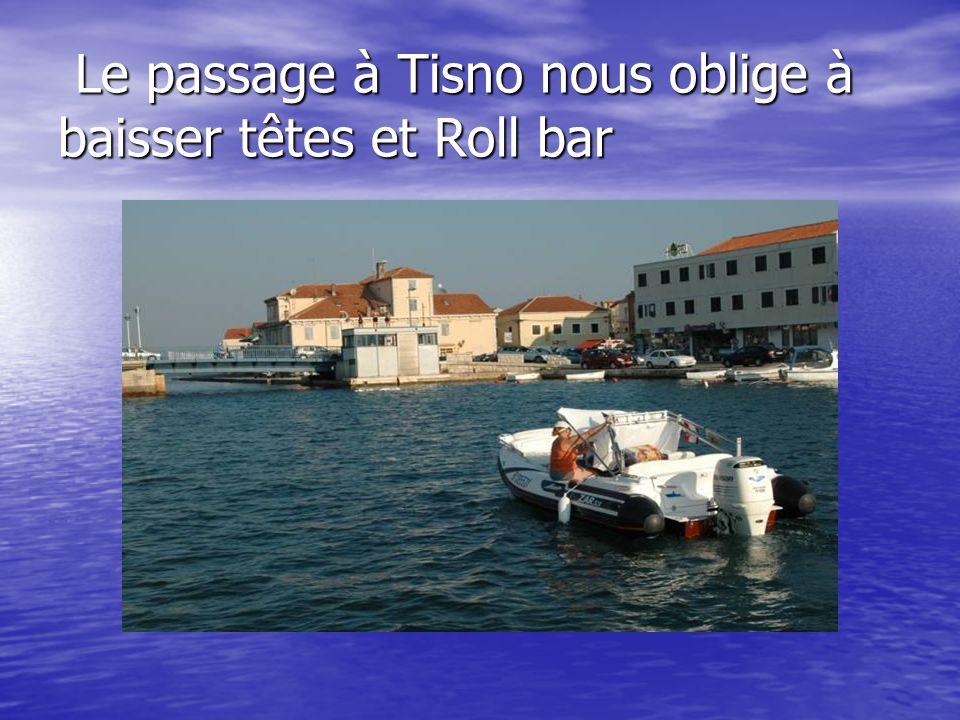 Le passage à Tisno nous oblige à baisser têtes et Roll bar