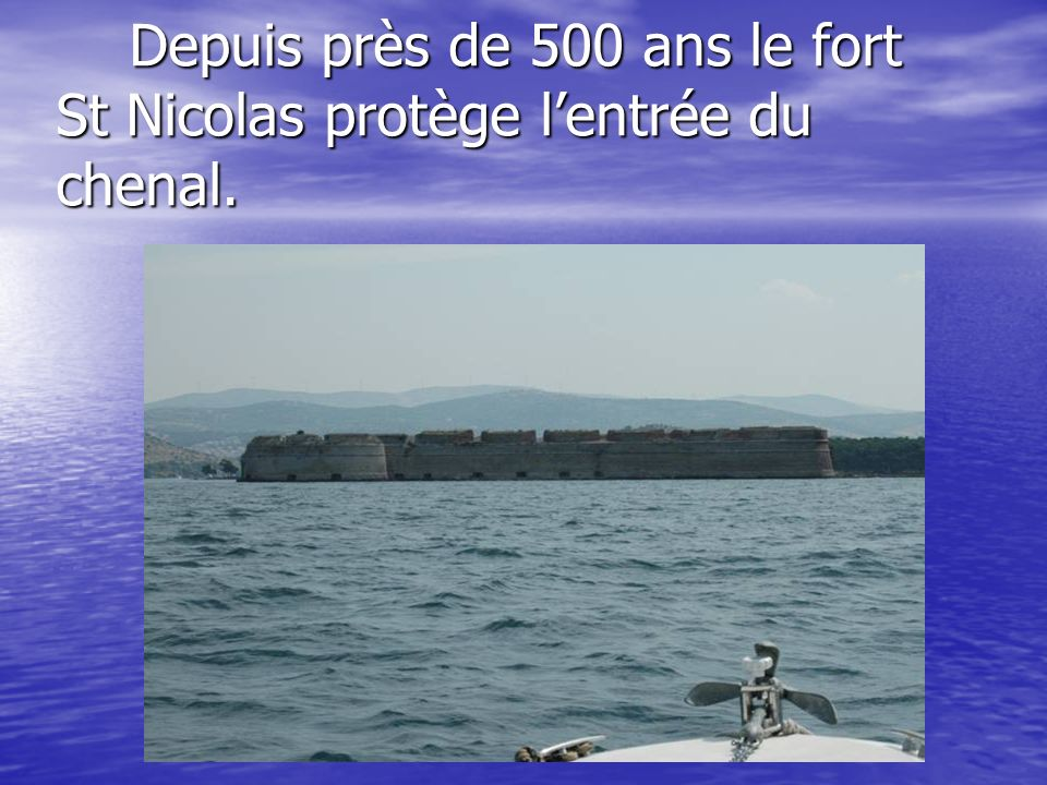 Depuis près de 500 ans le fort St Nicolas protège l'entrée du chenal.