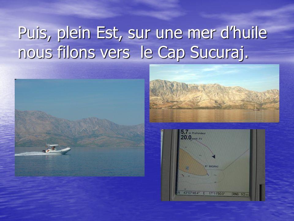 Puis, plein Est, sur une mer d'huile nous filons vers le Cap Sucuraj.